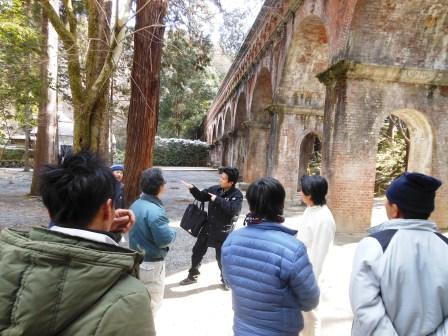 琵琶湖疎水を解説される講師