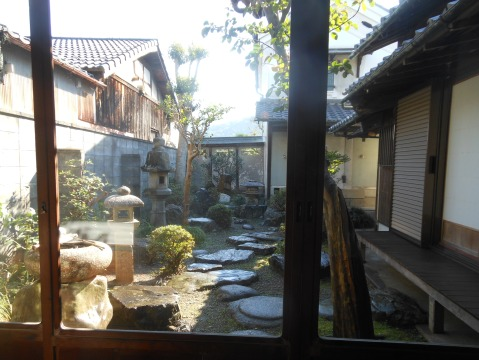 座敷から見える庭園です
