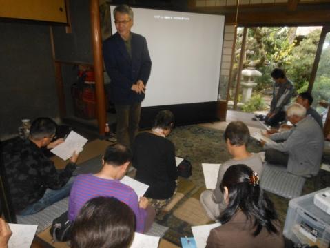 谷江さんの実測に基づく図面を見ながら庭園の状況を説明いただきました。