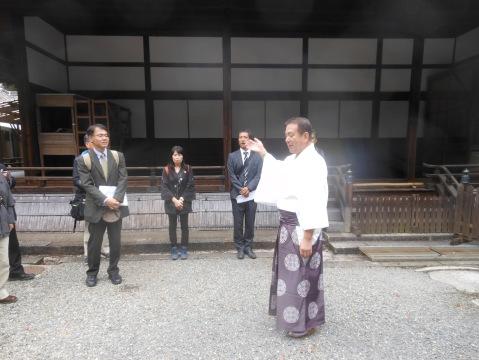 宮司から神宮の開設を受けました