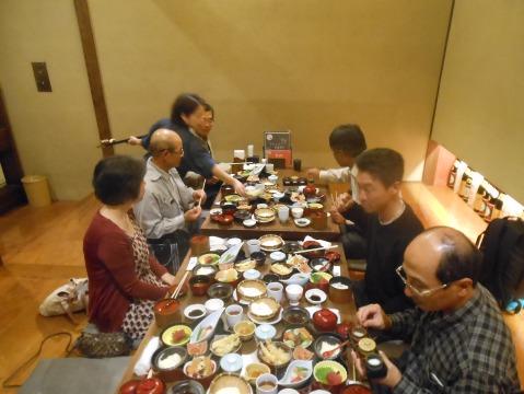 甲良町西明寺前に本店がある一休庵の伏見店(月の蔵人)でちょっと豪華な昼食をいただきました